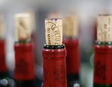 Cách khắc phục tình trạng nút chai rượu vang bị vụn ra và rơi vào trong chai.
