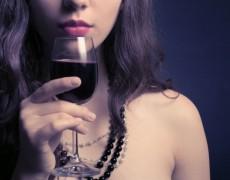 9 tác dụng tuyệt vời của rượu vang đối với sức khỏe phụ nữ