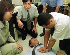 Chú rể đột tử trong ngày cưới vì hành động móc họng khi say rượu