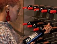 Doanh số tăng vọt, các nhà bán lẻ rượu đã thay đổi và dự trữ sản phẩm như thế nào?