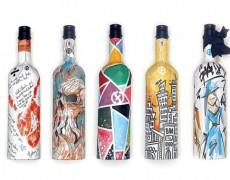 Những chai rượu, bia bằng giấy ngày càng trở nên thiết thực